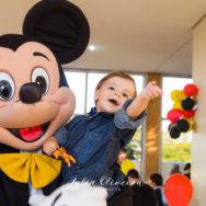 Arthur faz 2 com o Mickey e o Pateta